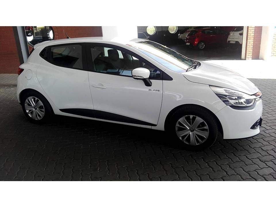 renault fourways used 2017 clio iv 900t authentique 5dr 66kw for sale in johannesburg. Black Bedroom Furniture Sets. Home Design Ideas