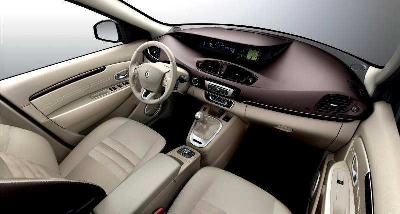 On Scenic's board everything is shared even the instrument panel which is central